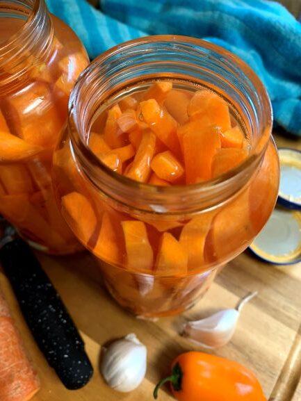 Encurtidos Caseros De Vegetales Marymelpr Empezamos por lavar y pelar las zanahorias. encurtidos caseros de vegetales marymelpr